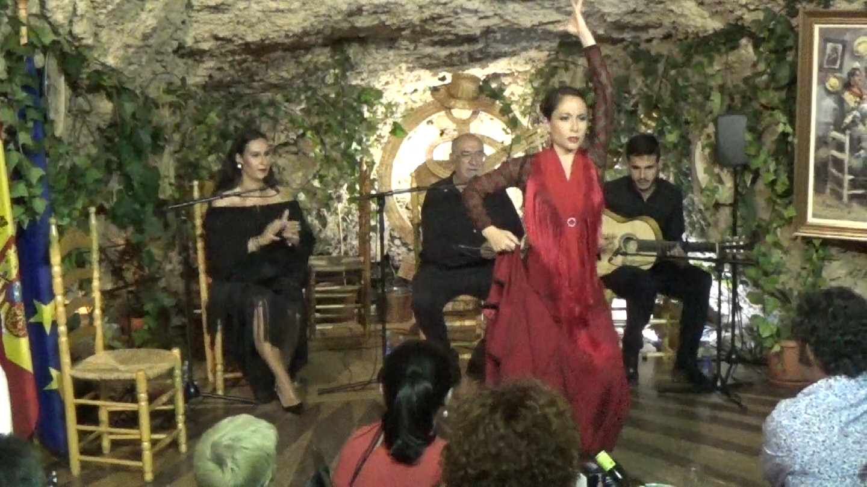Taranta. Al baile Virginia Garcia al cante Ana Mar al toque Antonio Querolas y a las palmas NIño de las Cuevas.Movie_Instantánea